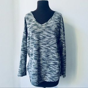 ❤️Vince Camuto Grey V Neck Sweater MSRP $118!